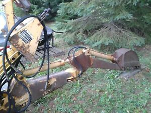 International 3082 backhoe