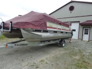 22 Foot Pontoon Boat