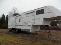 NEW PRICE 35' Travelaire Kustom Koach   Immaculate!