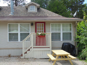 2 Bedroom cottage in Downtown Grand Bend for Summer Fun