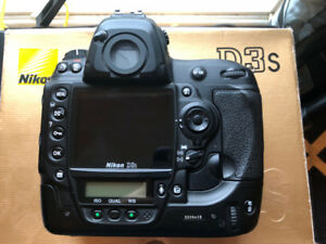Nikon D3S w/ boxes & accessories / GREAT CONDITION