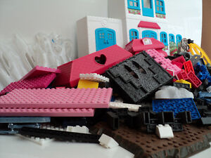 MEGA BLOKS/OVER 900 PIECES/SAME SIZE/COMPATIBLE WITH LEGO BLOCKS Cornwall Ontario image 9