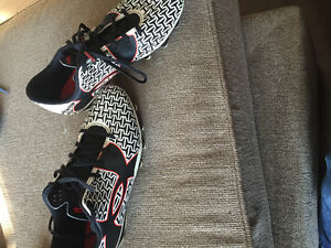 Soulier soccer Under Armour 4.5Y et Nike 3.5Y