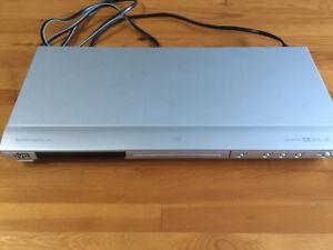 JVC XV-N312 DVD/CD Player