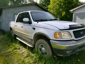 2001 Ford F150 xlt 5.4L 4x4 supercrew***salvage title***