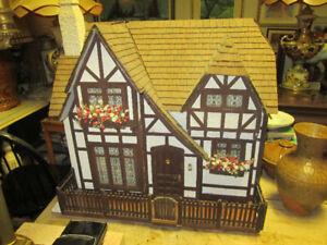Aubaine Tres belle maison de poupée antique tout en bois
