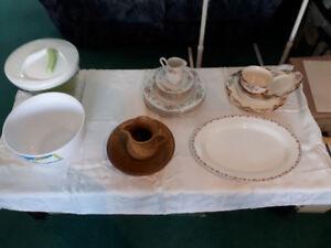 assiettes en porcelaine blanc et fleur rose,pot a lait,18 tasse