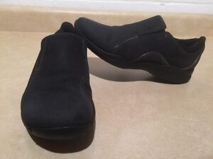 Women's Clarks Wave Slip-On Shoes Size 9.5