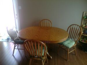 6pc wooden dining table set including center piece