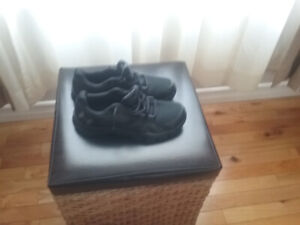 MENS  UNDER ARMOUR SNEAKERS NEW WITHOUT BOX SIZE 11