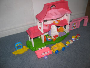 ESTATE/MOVING SALE--LITTLE PEOPLE DOLL HOUSE-