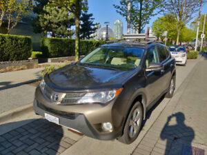 2013 Toyota Rav4 XLE with Hitch!