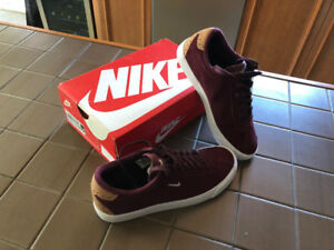 NEUF chaussures NIKE pour hommes pointure 7, bourgogne