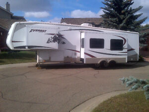 37' Fifth Wheel with Extra Bedroom $28,900.00
