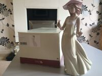 Lladro Nao lady figurine in excellent boxed condition