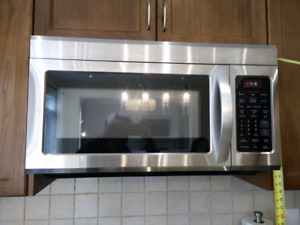 LG Over The Range Microwave mint condition