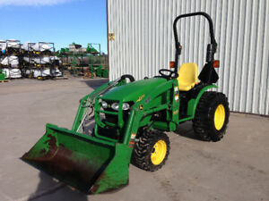 John Deere 2720 Compact Tractor with Loader