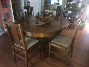 Antique oak table (3 leaves) and 6 chairs