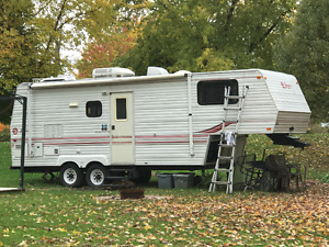 1997 25 ft Jayco 5th Wheel Trailer