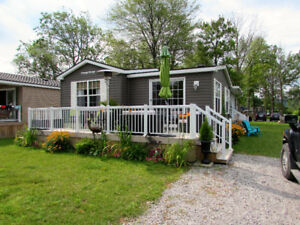 Seasonal Cottage. Stunning Furnished 2 bedroom in NOTL