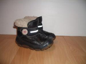 """ OLANG ""  bottes  winter boots --- size 9-10 US / 27-28 EU"