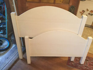 Lovely Wooden Bedframe, painted white, single bed.