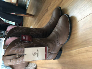 Selling Ariat heritage stockman saddle vamp cowgirl boots size 8