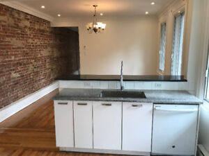 McGill Student Apt - 5 Bedrooms - Renovated - steps from campus