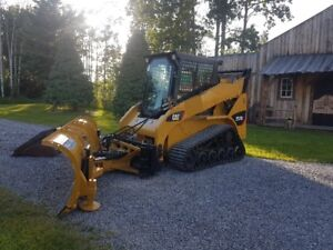 TRACK SKID STEER WITH SNOW BLADE