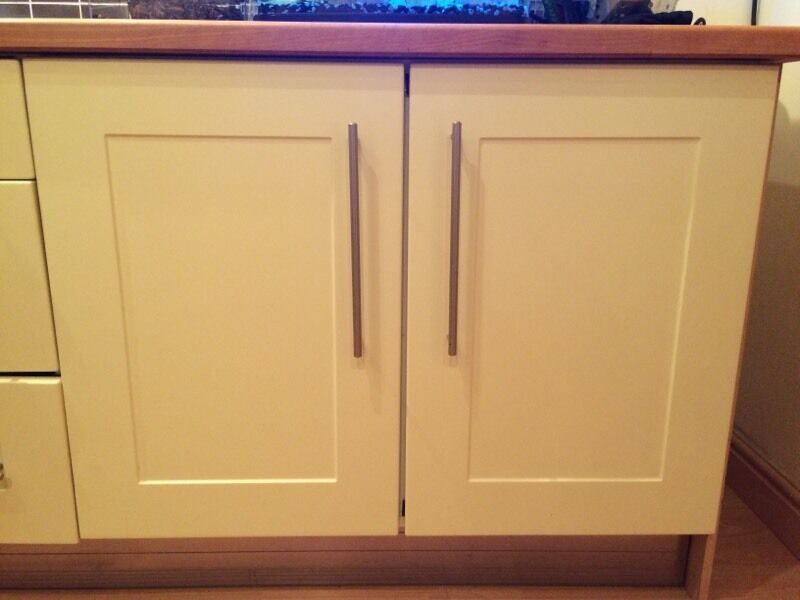Pale lemon b q shaker kitchen cupboard doors draw fronts for Kitchen carcasses only
