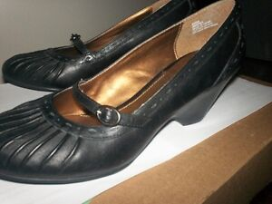 "Leather Shoes..""Naturalizer"" soft inside"
