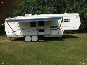 Thor Signature 30 foot 5th wheel holiday trailer