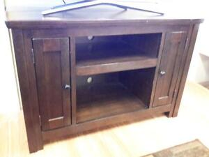 *** USED *** ASHLEY GARLETTI TV STAND   S/N:51215214   #STORE523