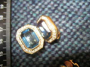 VINTAGE DESIGNER EARRINGS