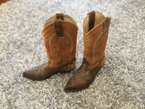 Nicely broken in - excellent condition - Size 8.   Call Susan 61