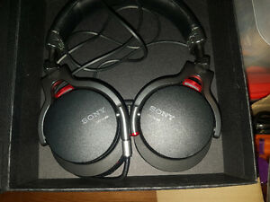 Sony MDR-1RNC Noise Cancelling Headphones