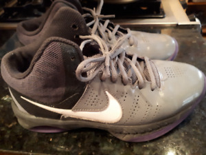 Nike Basketball Shoes - size 7