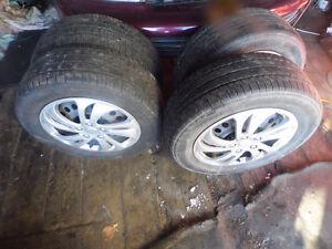 4 pneus d'été avec cap de roues et roues 205-60-15