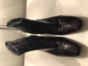 Heavenly Soles very gently worn brown ankle boots - Size 10