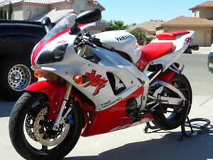 1998 Yamaha R1 - White and Red edition