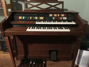 Lowrey Magic Genie 88 Electric Organ