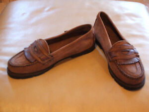 Ladie's shoes,sandals,like new,sz 10,skates,boots,runners $15 Sarnia Sarnia Area image 4