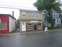 Pet Friendly - 2 Bedroomon & Office 2158 Windsor Street