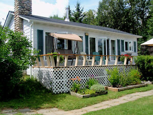 Lovely Lakefront Cottage in the Gatineaus, Blue Sea Lake Area