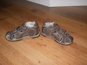 Lot de sandales à bouts fermés et ouverts
