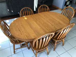 Solid Oak Dining Room Table with 3 Leaf Extensions
