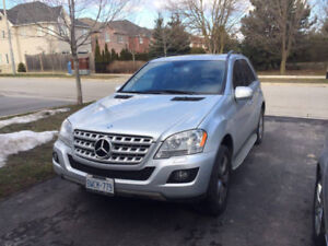 2010 Mercedes-Benz ML350 with Leather Seats and Backup Cam