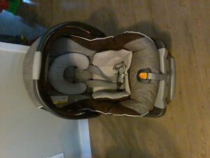 Chicco Keyfit 30 Carseat and base