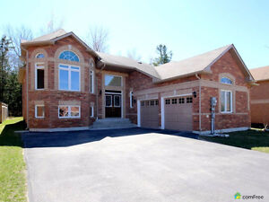 All brick bungalow - Wasaga Beach
