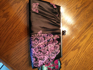 Black with pink skull butterfly clutch